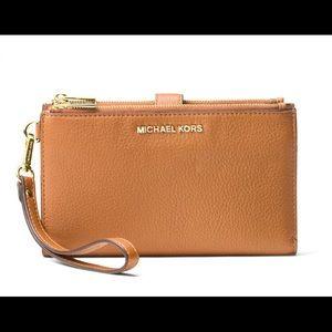 NWT Michael Kors Leather Wristlet/ Zip Up Wallet